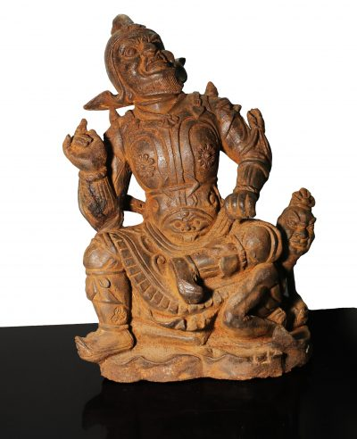 China. HeilongJiang. Qing dynasty. Early 1800 AD. Iron Vajrapani statue. Buddhist temple Warrior/guardian. 7,3 kg. - 38X24X13 cm-0