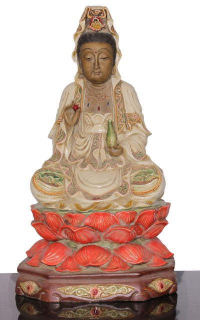 清朝. Qing dynasty. Polished Porcelain statue of Guan Yin Buddha. Seal behind. 46x25x25 cm. 5,7 kg. -0