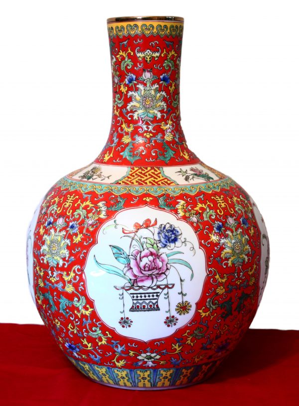 Chinese porcelain vase. Qianlong mark on the bottom side but later period, early MinGuo period 1912/1920 AD.-0