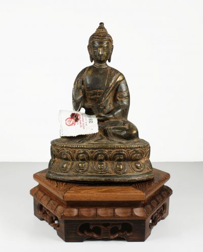 Tibet. Bronze temple Shakyamuni Buddha statue. 1141 gr. - 21x13x9,5 cm. 1950 circa-0